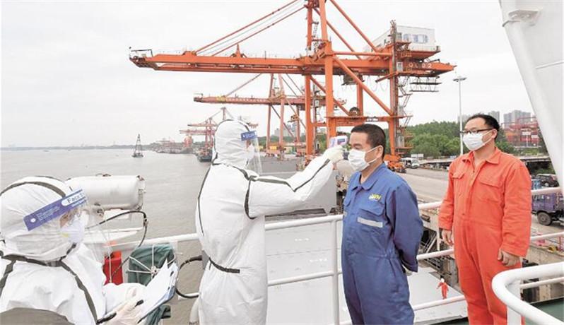 武汉新港海关检查出入境船舶防疫