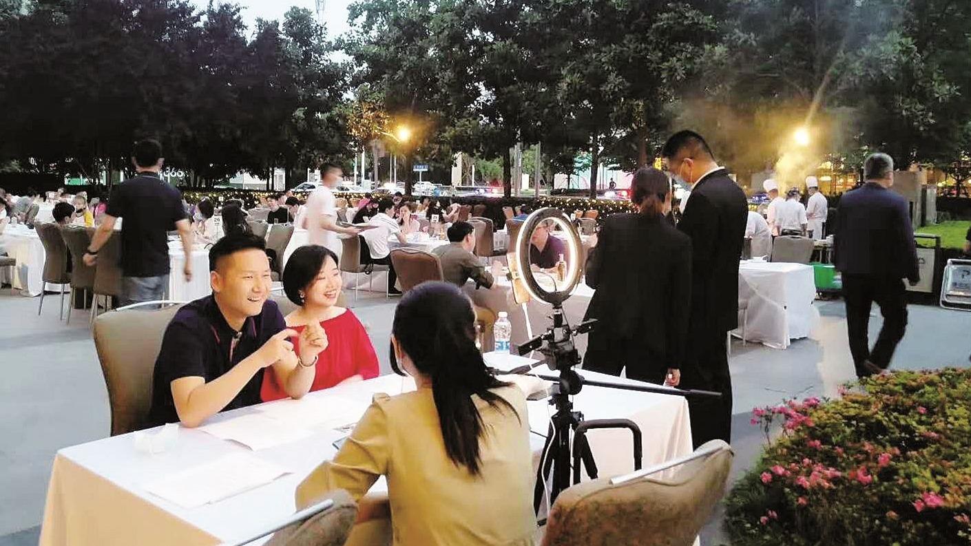 """从暂停到重启,看武汉餐饮业如何""""花式自救"""""""