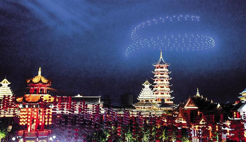 荆州无人机光影秀  向节日坚守的劳动者及游客致敬