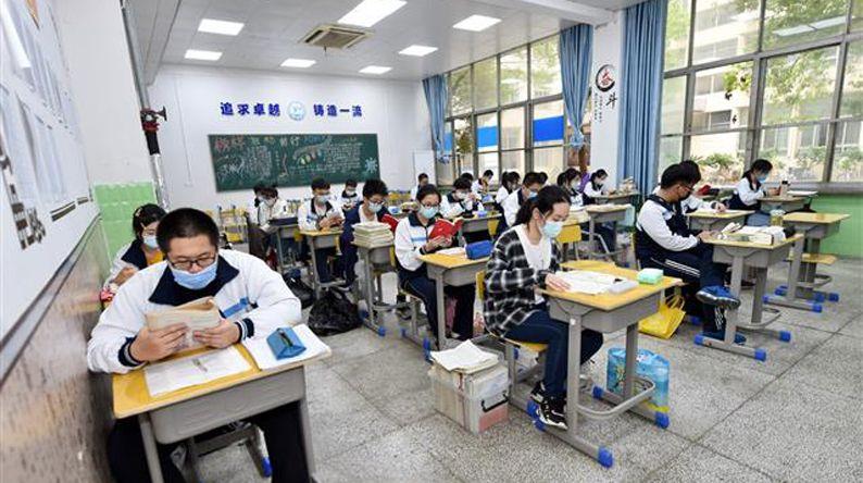 直击武汉高三学生复课,第一课讲防控