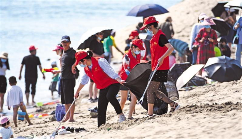 青年志愿者守护长江生态
