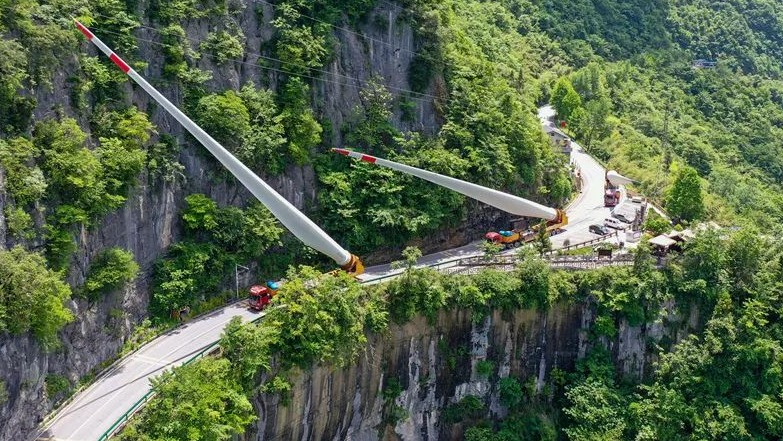 步步惊心!直击宜昌海拔最高规模最大风电项目电机叶片运输