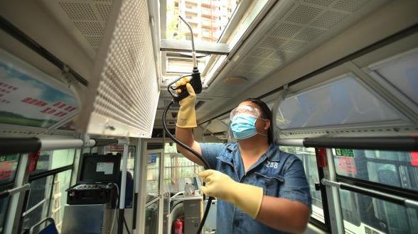 """给空调深度""""消毒洗澡"""" 武汉公交这样做"""