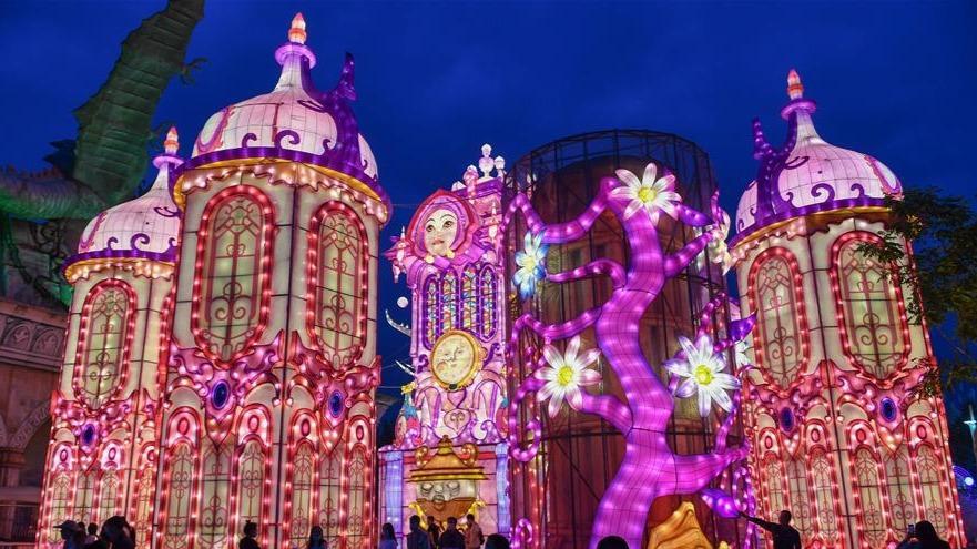 长春:赏灯游园度假期