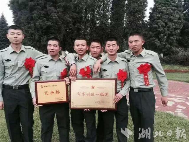 在阳新救起落水男女,在东莞救起落水青年,这两位湖北退役老兵了不起