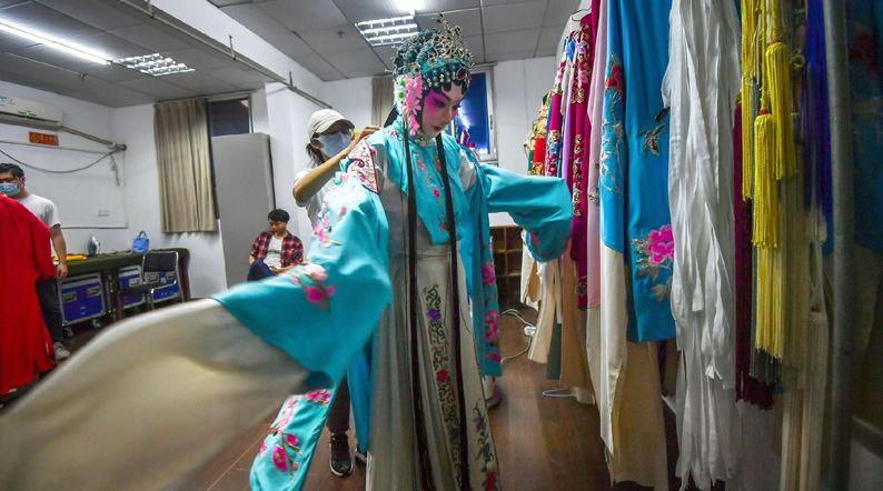 湖北省京剧院率先尝鲜收费云直播 9.9元看京剧大戏