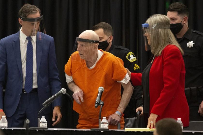 """美国加州""""金州杀手""""对13项一级谋杀指控认罪"""