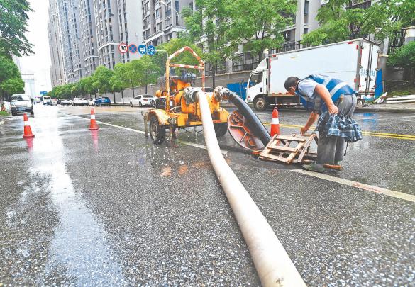 武汉全力应对入梅后最强降雨 累计抽排水量相当于1/4个东湖