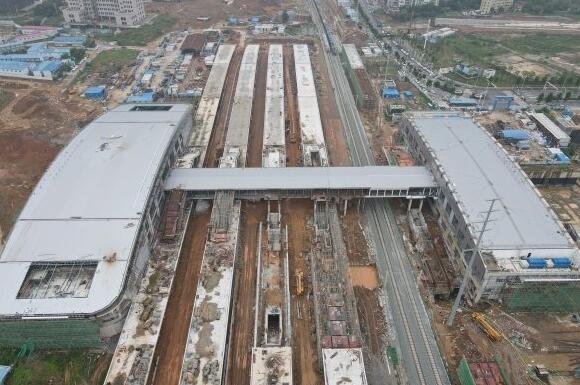 光谷火車站初現規模