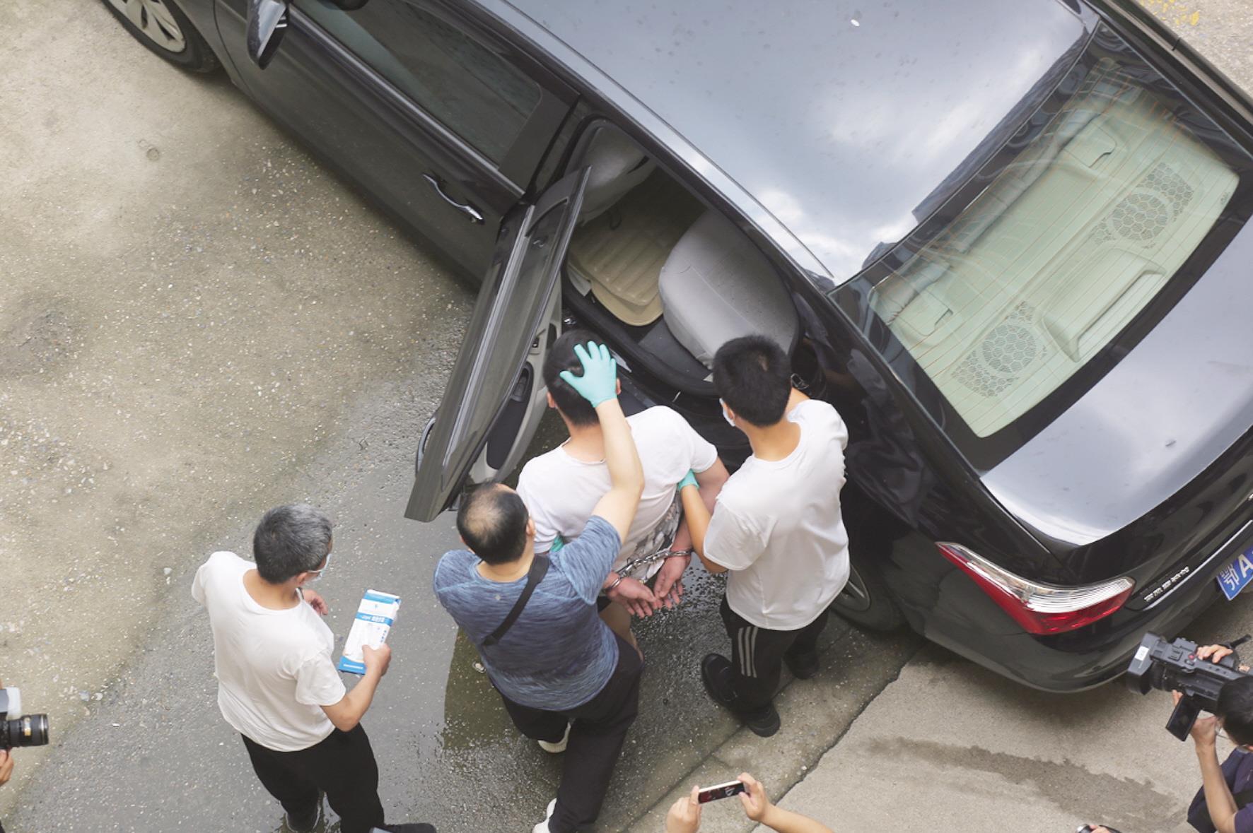 无人机确认嫌疑人在家 民警端掉江夏一制作假币窝点