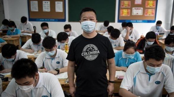 高一高二复学,老师口罩上写了一个字……
