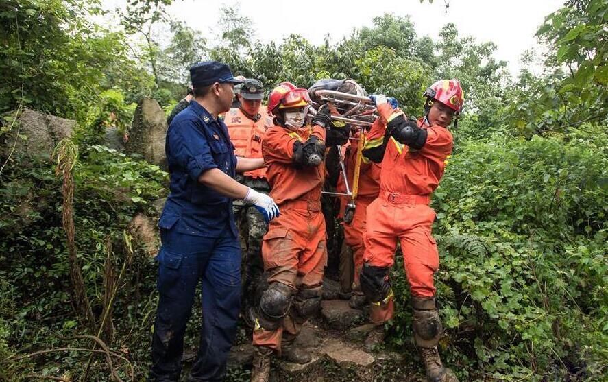 直擊黃梅一村莊山體滑坡搜救現場