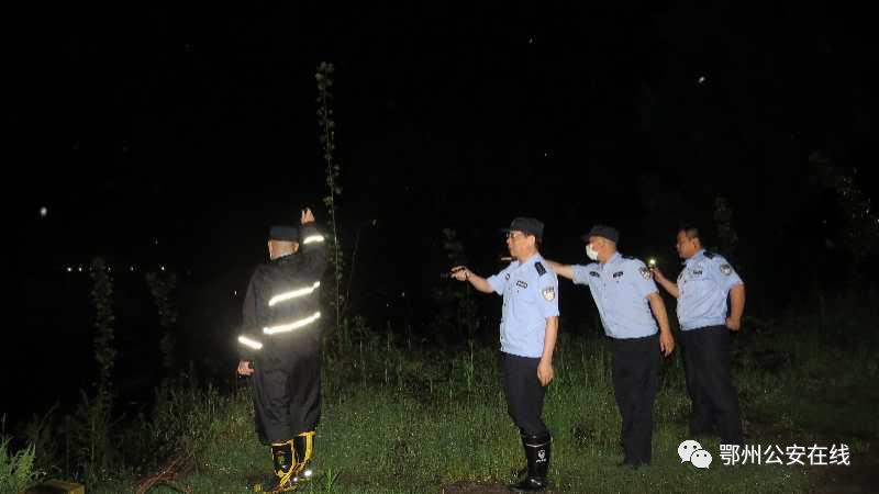 葛店公安积极开展打击长江流域非法捕捞专项行动