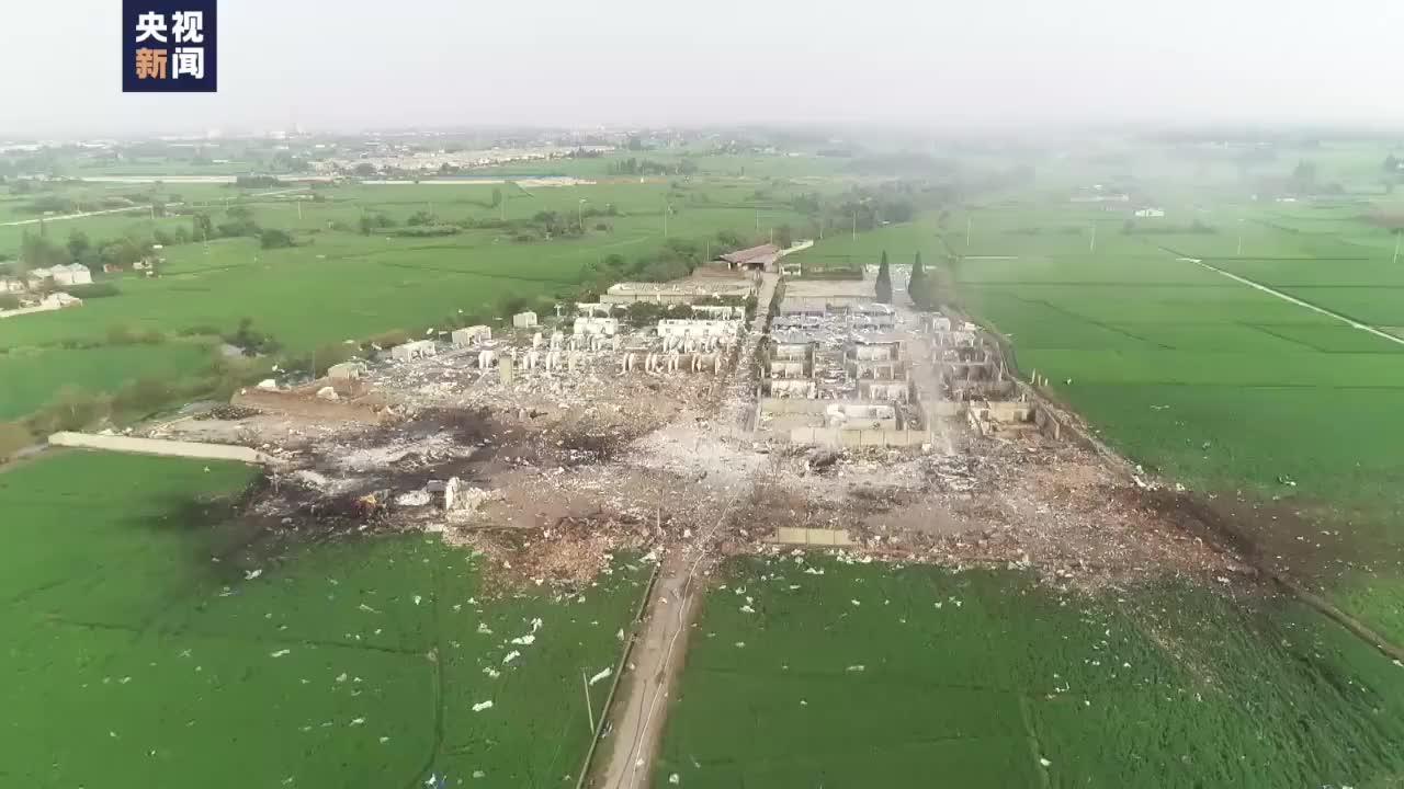 四川廣漢花炮廠燃爆現場一片廢墟
