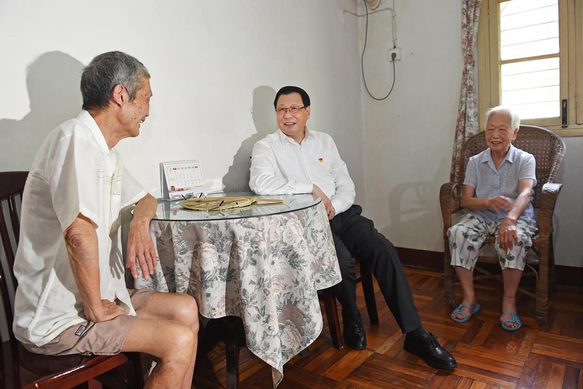 今天,应勇在汉走访基层党组织慰问党员代表,强调了这些事!