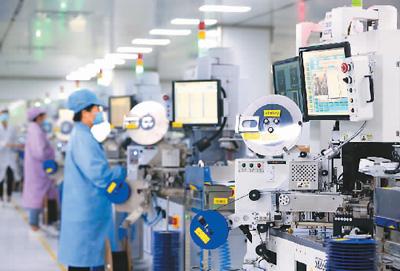 中国各行业占gdp比重_我国服务业数字经济占行业增加值比重已达38%