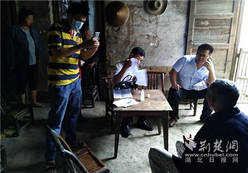 通城县残联助力界上村精准扶贫 组织专家为残疾人上门服务