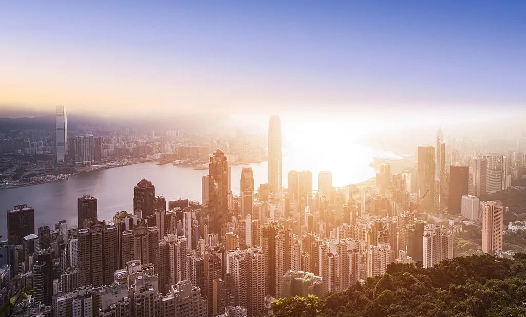 """大湾区之声热评丨""""港区国安法""""落地 香港再出发启航"""