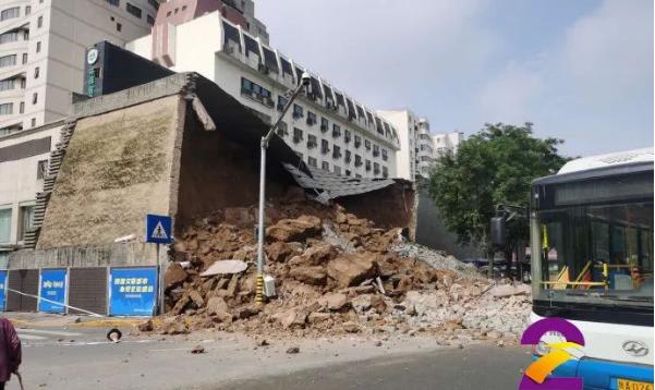 西安一城墙坍塌 视频记录惊心瞬间