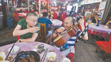 """吉庆街""""四大天王""""之一、草根艺人""""老通城""""病逝"""