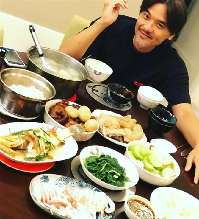舒淇晒照为冯德伦庆生 赞其是最帅导演