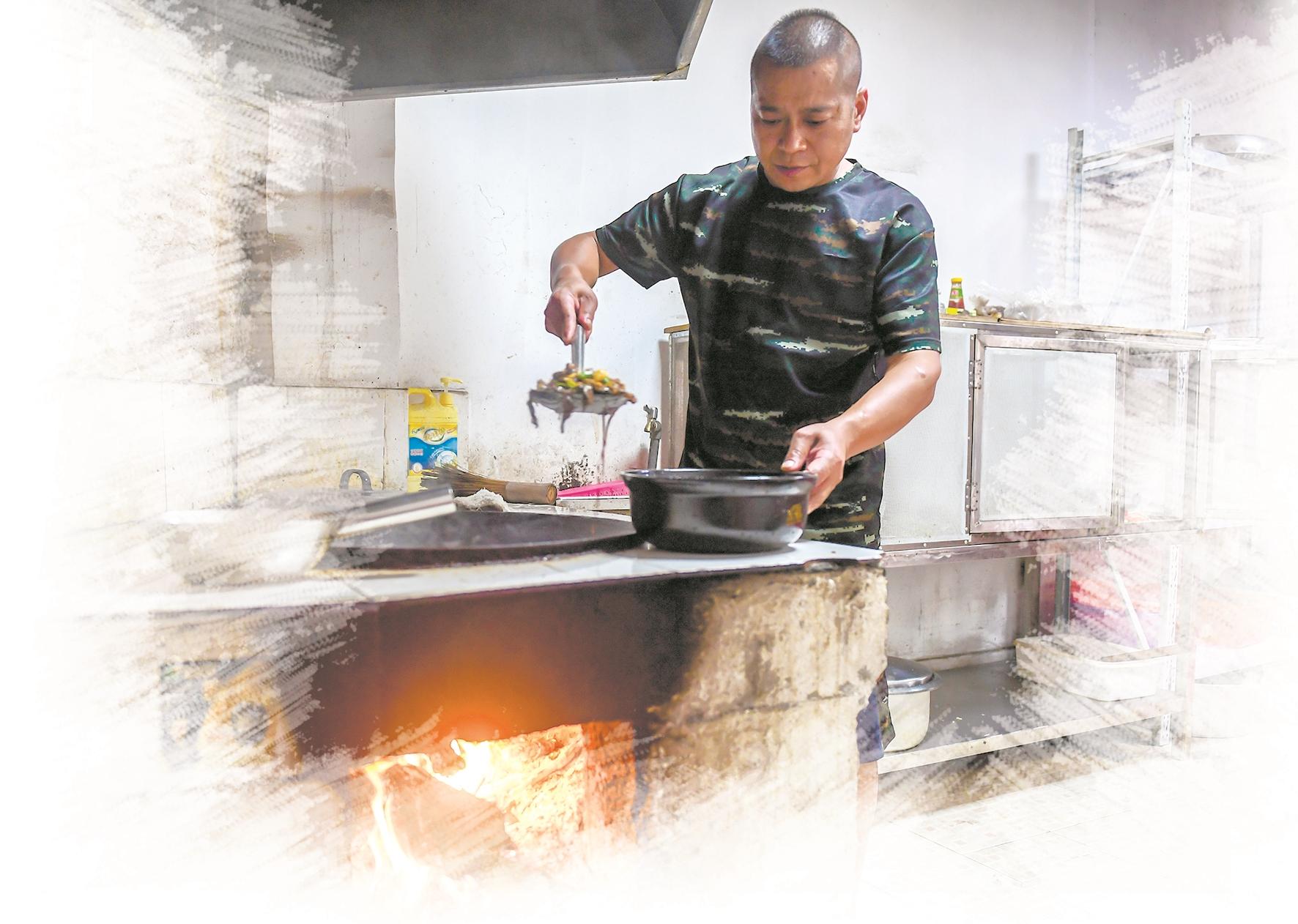 私厨教练背上的汗水结成盐霜