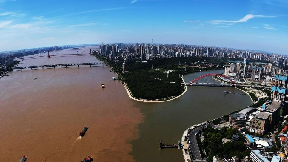 长江汉江交汇处泾渭分明