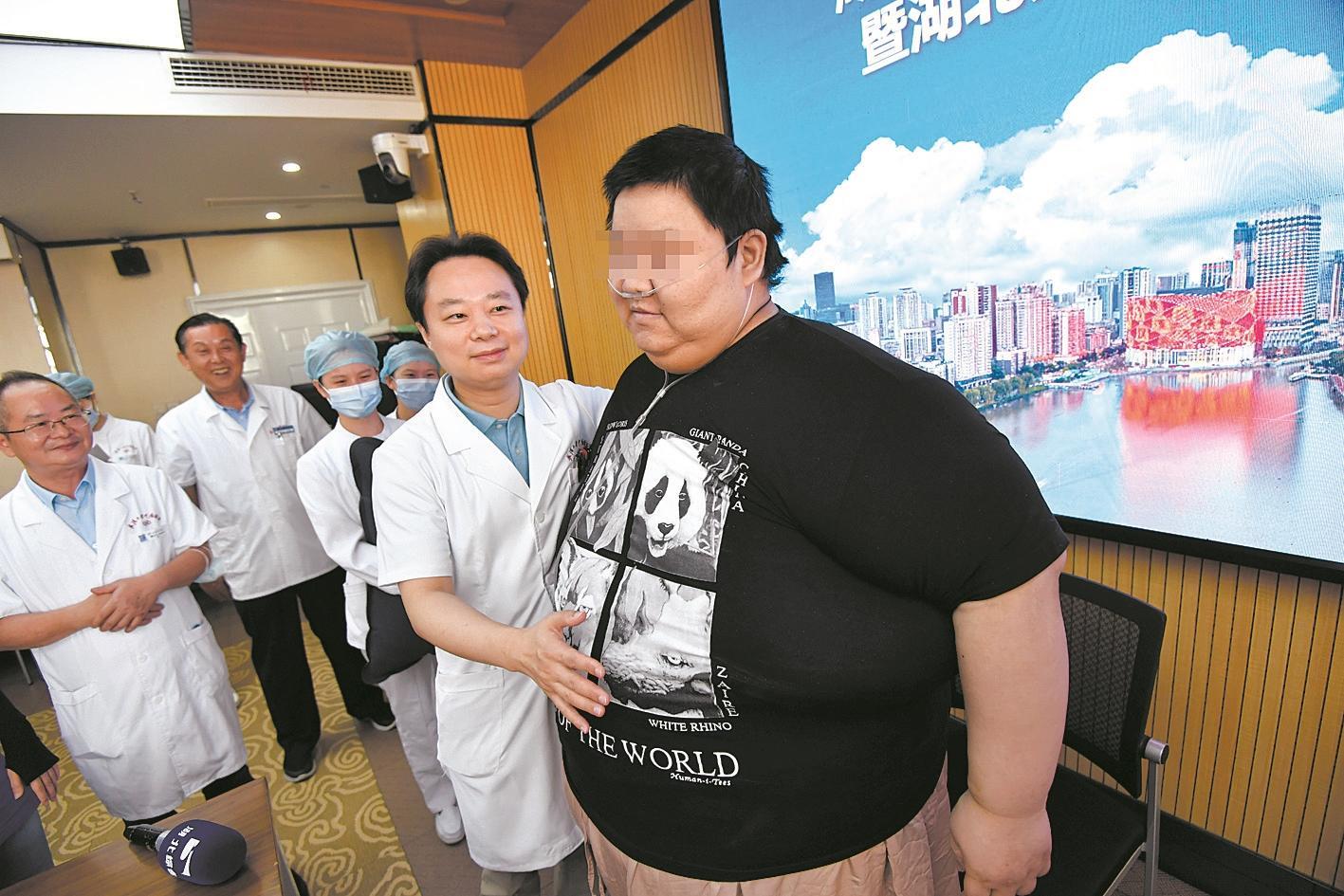 """""""江城第一胖""""甩掉百斤体重即将出院"""