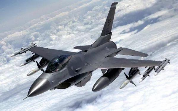 """美售台66架最新型号F-16 解放军台海实弹演习警告""""台独"""""""