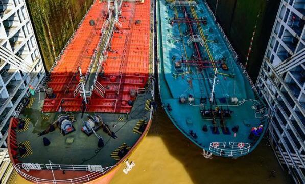 三峡控制流量疏散滞留船舶