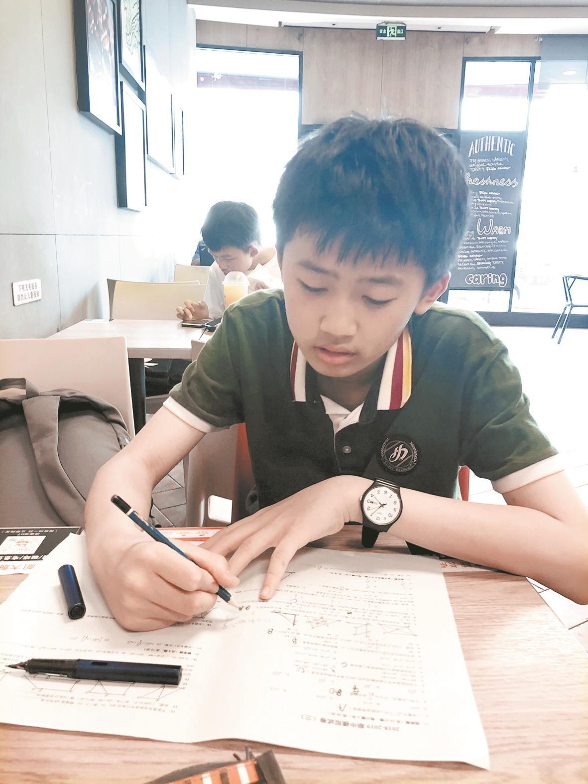 武汉中考成绩出炉后 他们可选择填报的任何一所高中就读