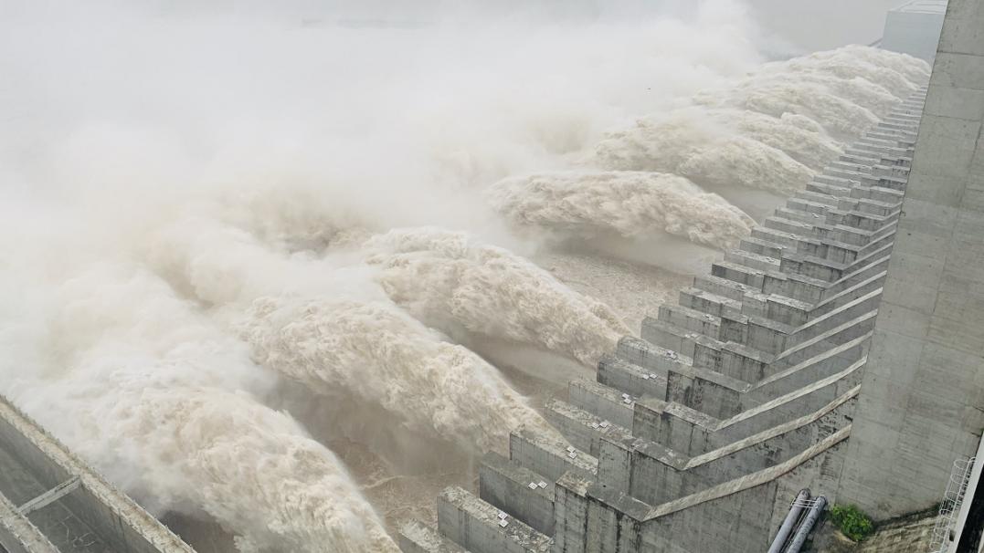 直击现??!刚刚,三峡枢纽迎来建库以来最大洪峰