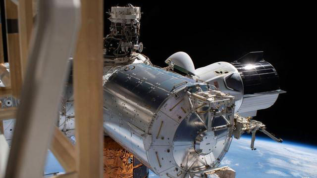 """美国""""龙""""飞船返回地球 完成首次载人试飞任务"""