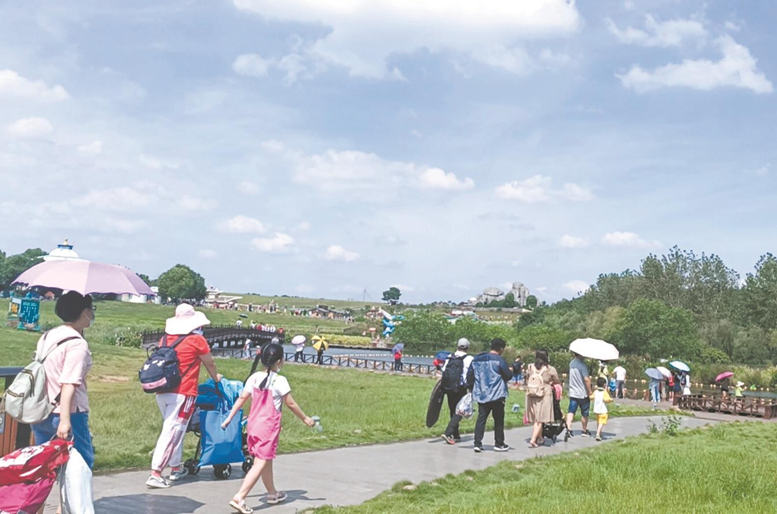 昨日,黄陂木兰草原迎来省内外大批游客