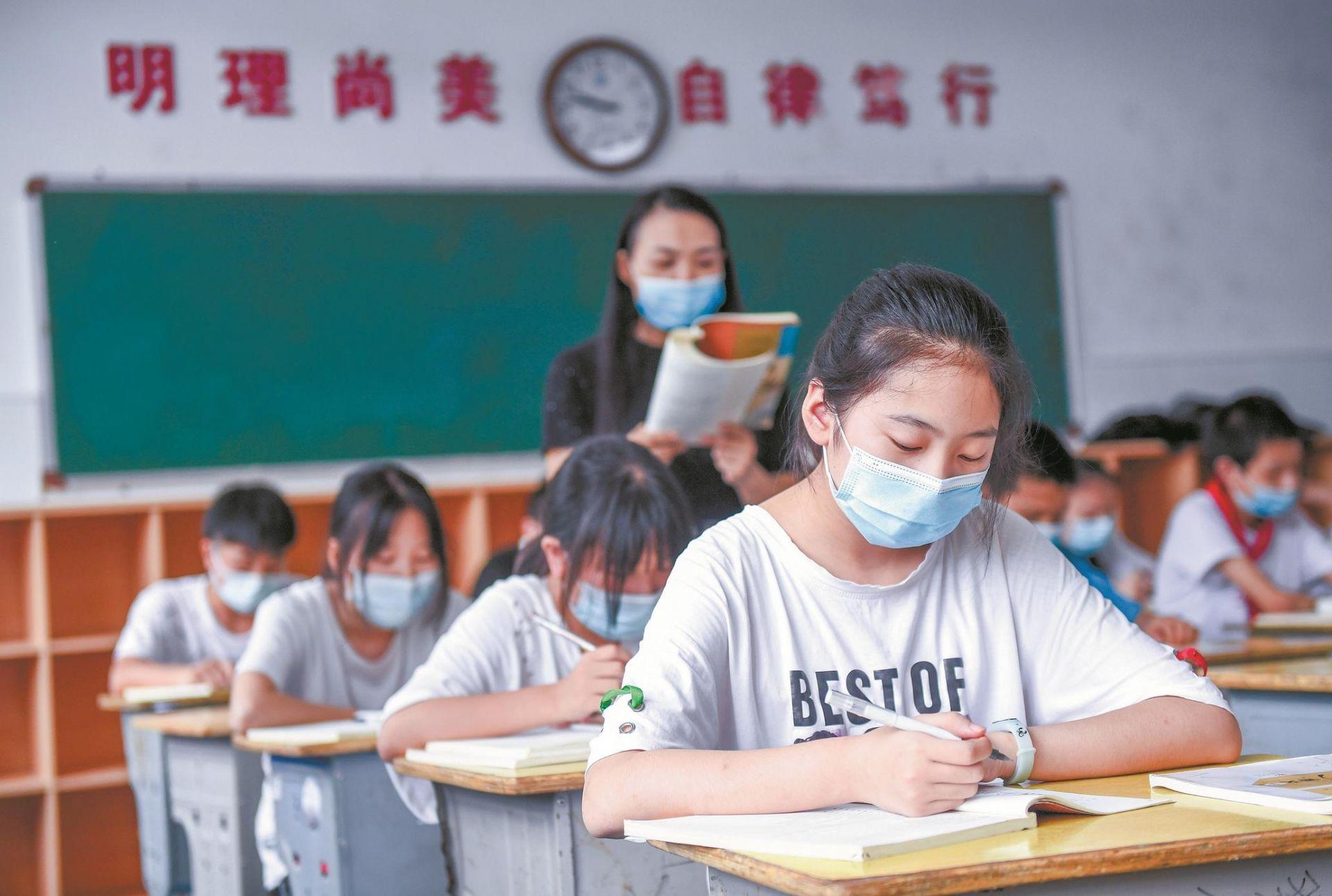 200多天超长假期后  武汉15万初一初二生返校复学