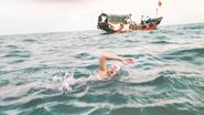 12岁男孩与父亲横渡琼州海峡