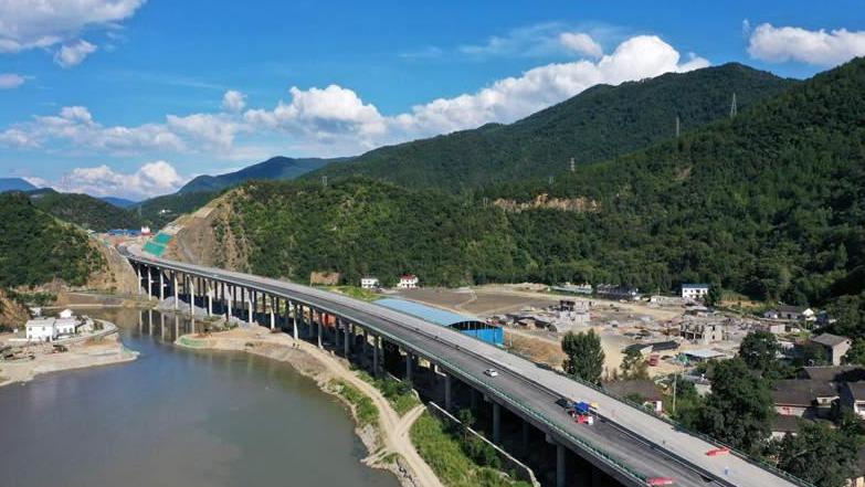 湖北保神高速公路将于年底通车
