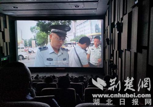 襄阳城管与经营户同看纪录片《城市梦》 促进理解与信任
