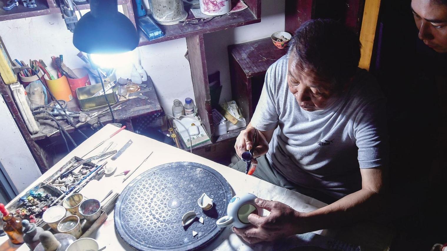 武汉:专揽瓷器活的修瓷人