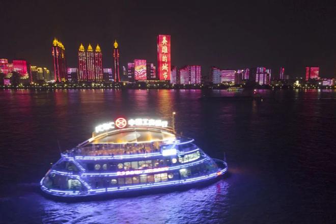 武汉成展示中国抗疫成就橱窗,外媒再为武汉惊叹