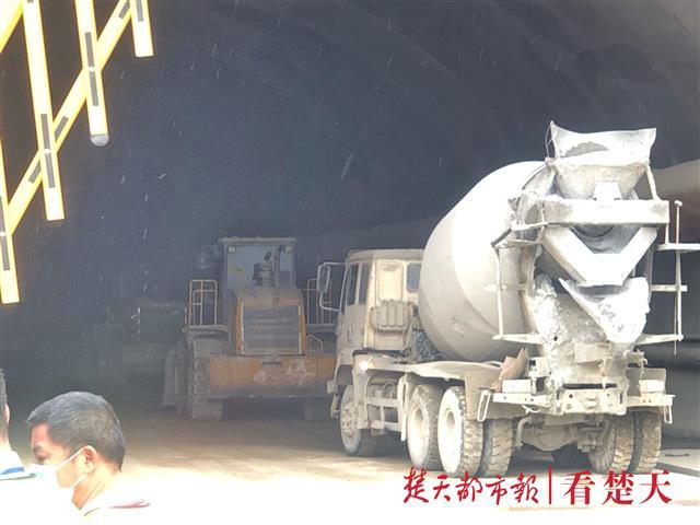 大石头悬空影响救援,专家组确定注浆回填加固塌方段