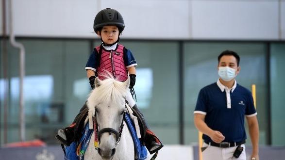 武汉22所小学本月开始试点马术课