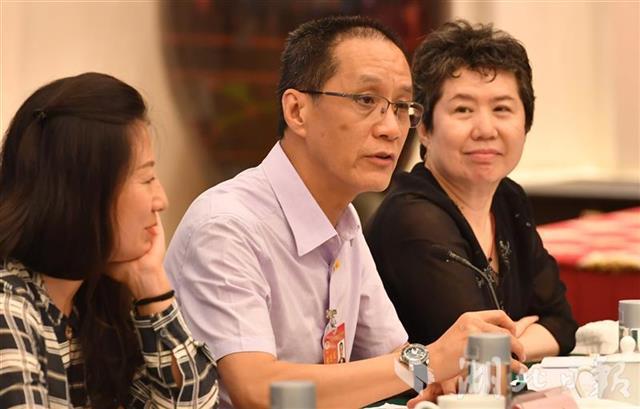 冯远征到汉两天感受抗疫后,给北京打电话改剧本