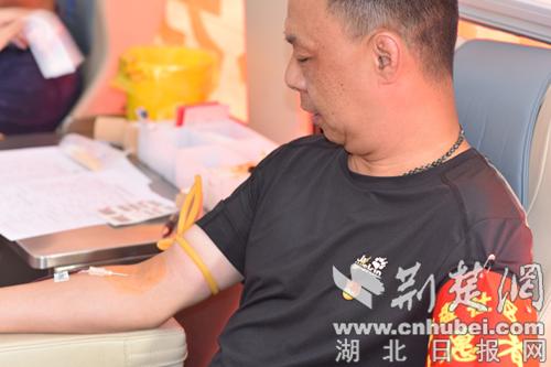 爱心接力献热血  流动采血车一周两进襄阳营盘社区