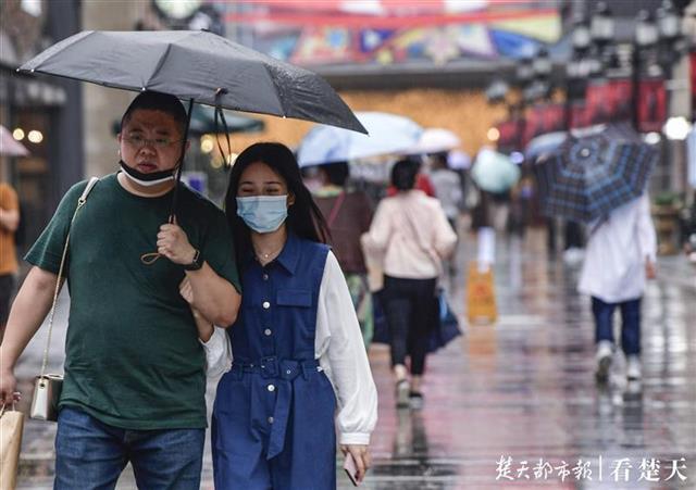 终于!武汉下雨了,说好的降温真来了……