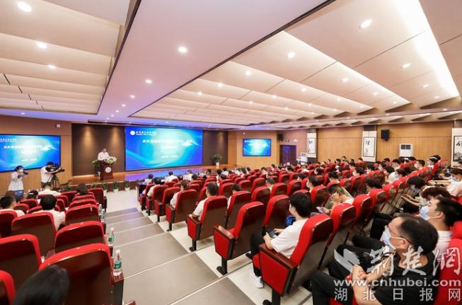 聚焦信息技术应用创新产业 全国首家信创学院在武职成立