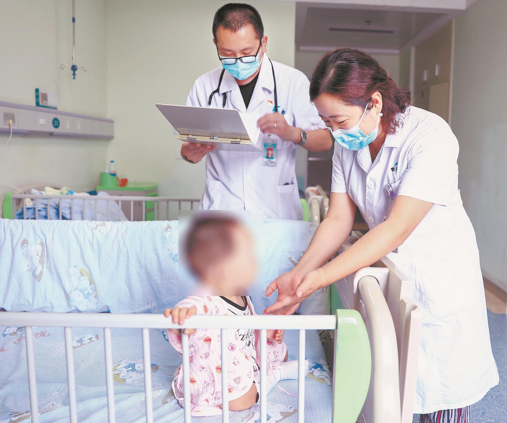 两妈妈同患肾病两宝宝健康迥异 专家提醒:母亲患遗传性肾炎,50%可能传给子女