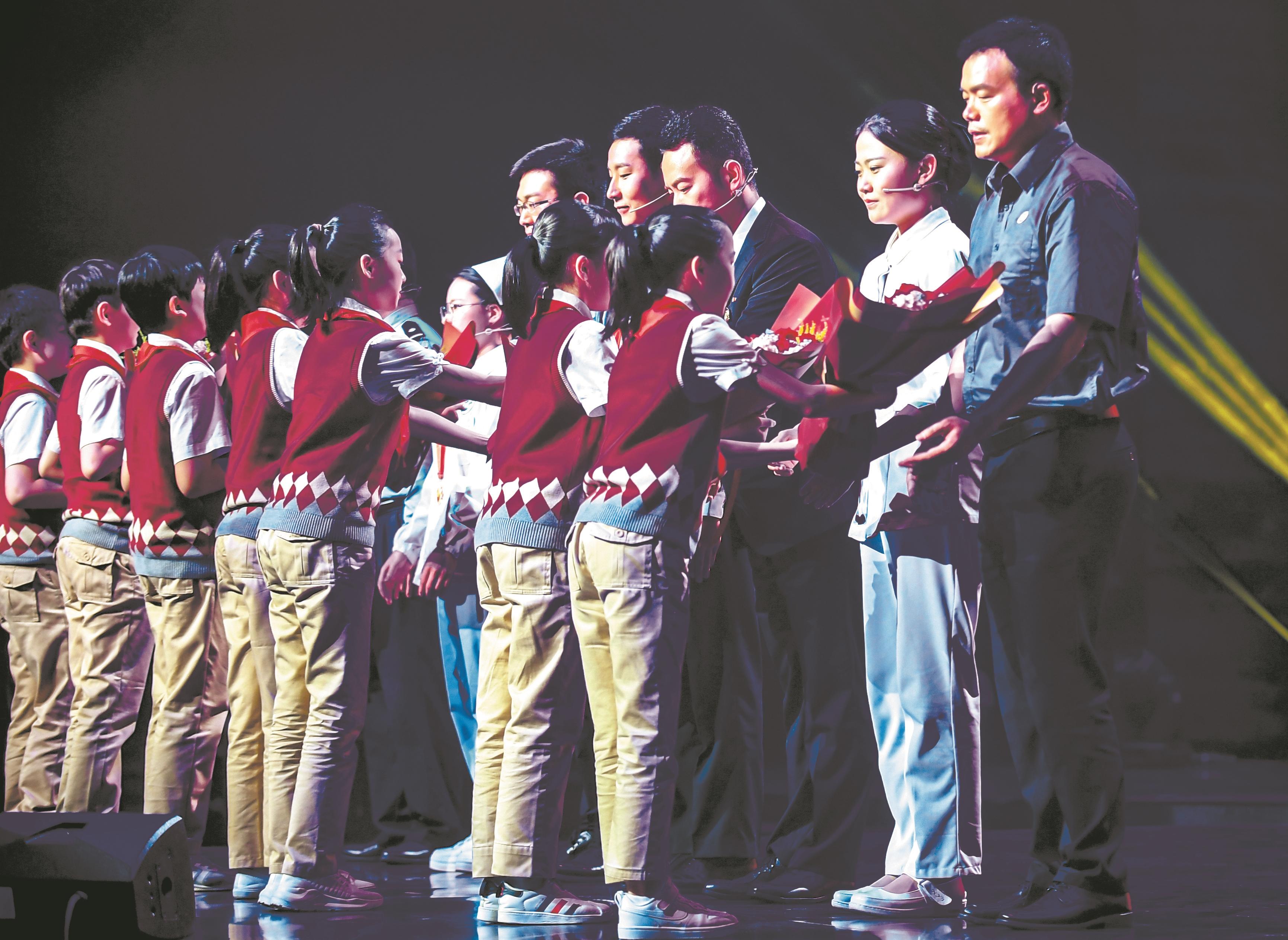 """北大援鄂护士重返江城 """"我们拼命守护的正是这样的武汉"""""""
