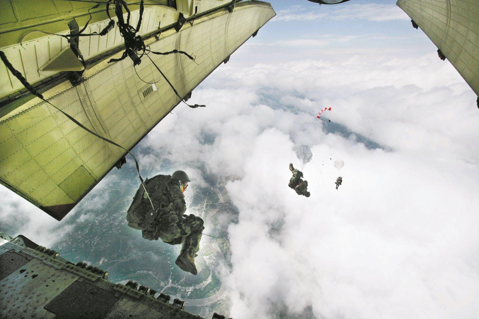 英雄部队16次参加阅兵 曾在上甘岭浴血奋战  曾在茂县上空惊人一跳