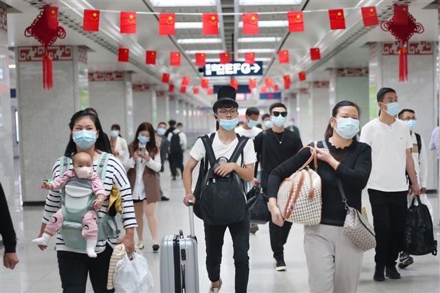 武汉地铁客流今天已达323万,创恢复运营以来新高